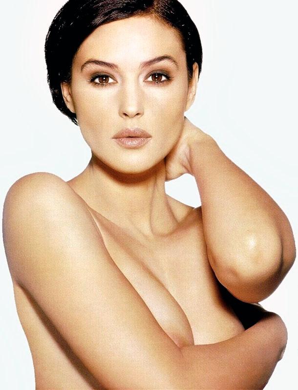 Monica Bellucci topless pour Madame Figaro en 1996
