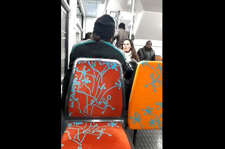 Une femme agresse un musulman dans le RER