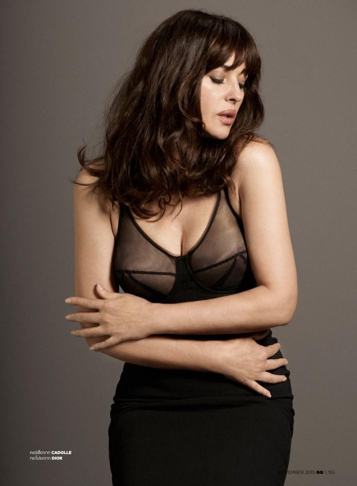 Monica Bellucci en nuisette transparente pour GQ