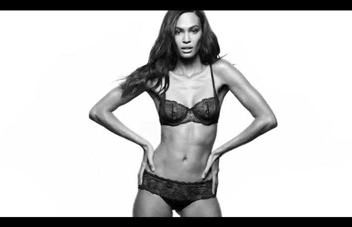 Publicité Zalando avec Joan Smalls #Shareyoursexy (Calvin Klein)