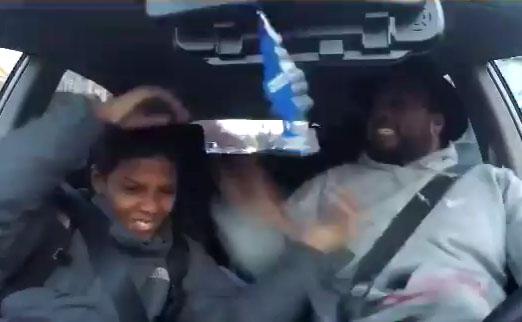 Ce papa fou montre comment s'agiter sur du hip hop à son fils