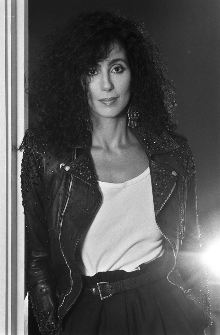 Cher: les costumes les plus glamours de l'icône pop