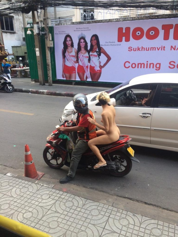 Une marocaine nue dans les rues de Bangkok
