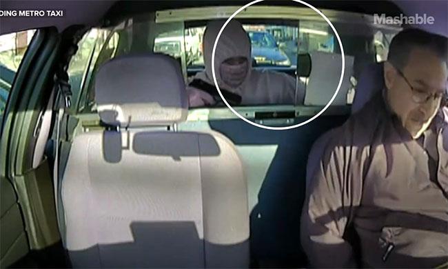 Il braque un taxi mais une voiture de police est garée juste derrière