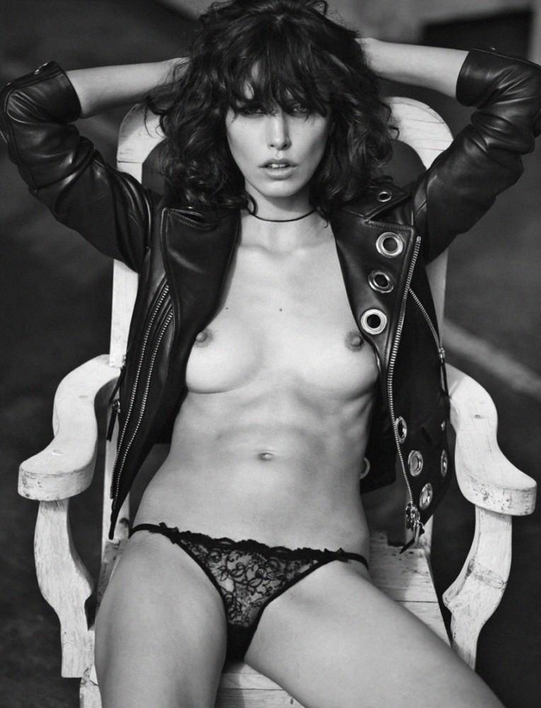 Lorelle Rayner pose nue pour LUI