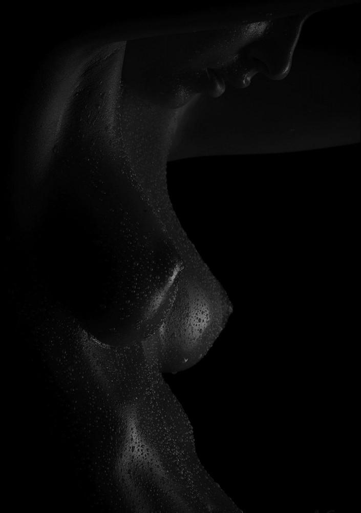 Photographie d'une femme nue par Klause Wegele pour Normal