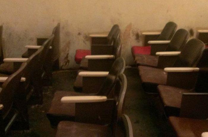 Les restes d'un cinéma porno après son abandon à Détroit
