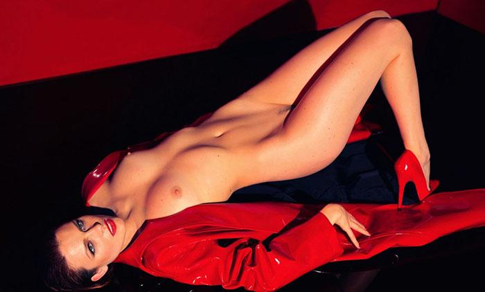 Élodie Frégé pose nue pour le magazine LUI