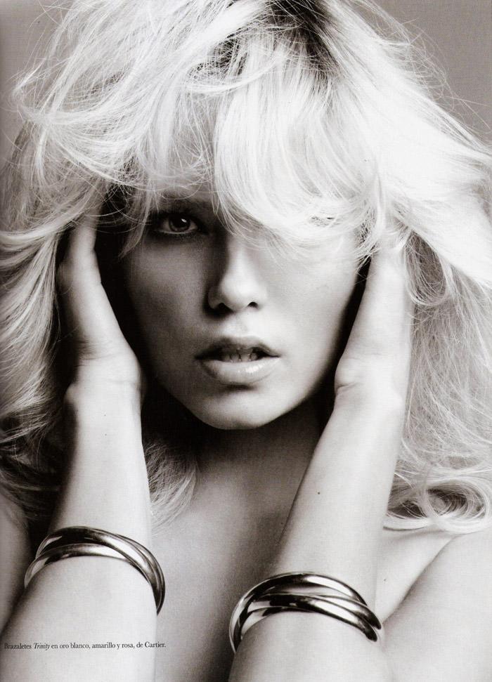 Natasha Poly pose nue pour le magazine Vogue Espagne
