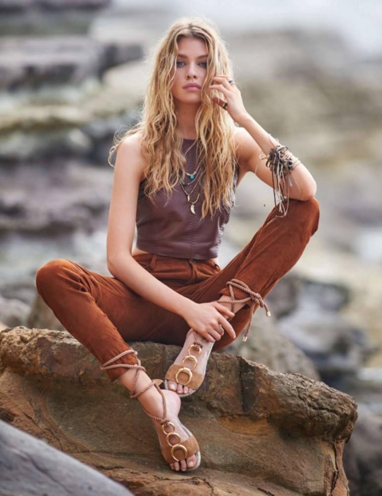 Stella Maxwell pose pour le magazine ELLE d'Avril 2016