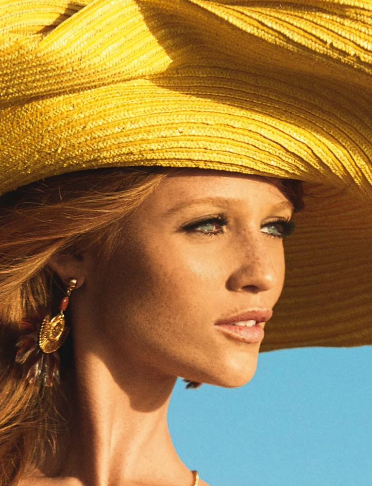 Cintia Dicker pose pour le magazine Glamour Italie