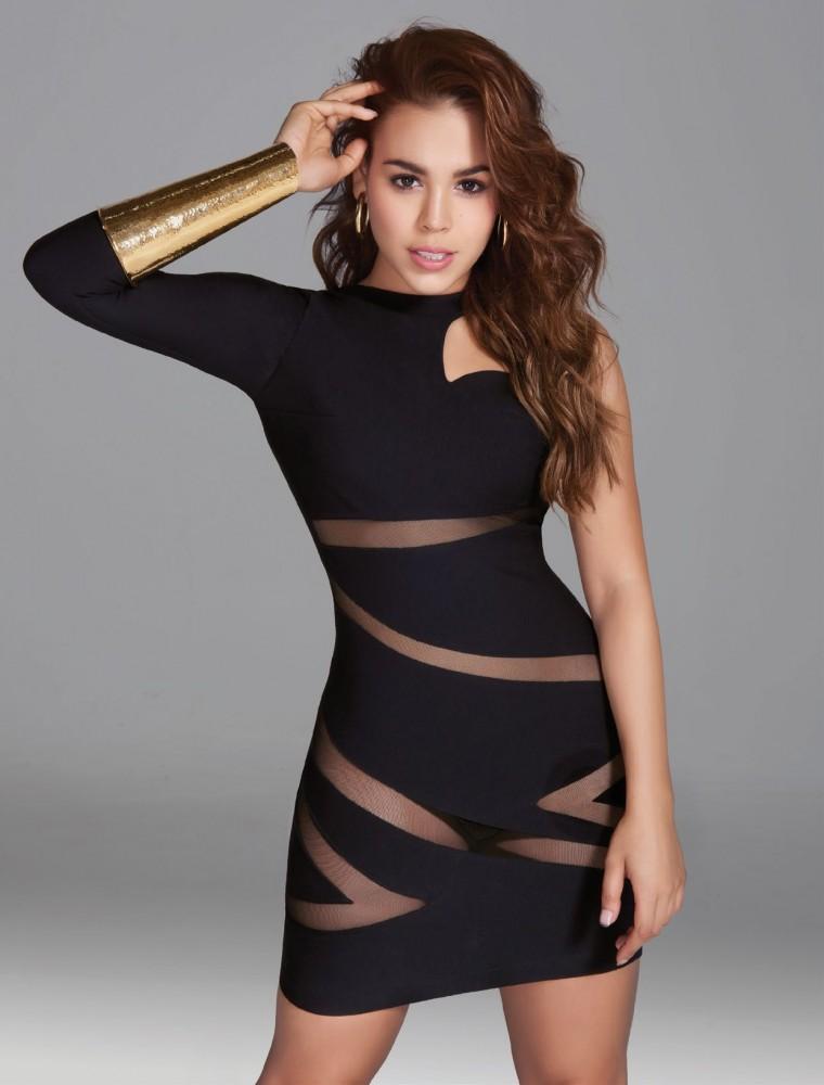 Danna Paola pose pour le magazine féminin Cosmopolitan mexicain