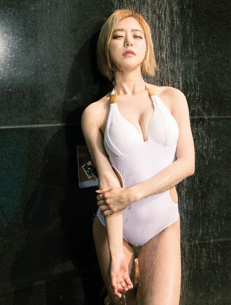DJ Soda pose pour le magazine Maxim thaïlandais