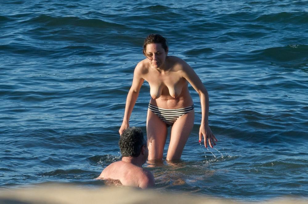 Marion Cotillard topless à Fuerteventura