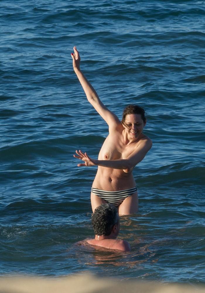 Marion Cotillard nue à Fuerteventura