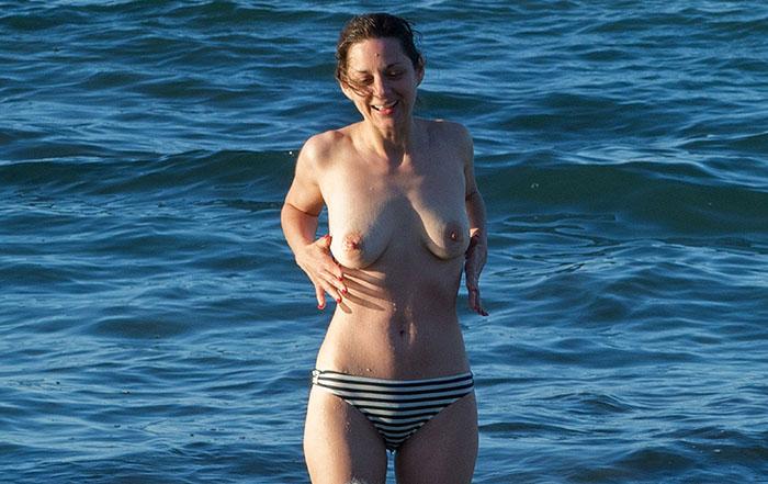 Marion Cotillard topless à la plage à Fuerteventura