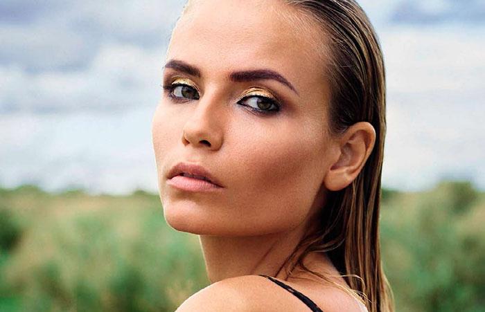 Natasha Poly pose nue dans le magazine Vogue España de Juillet 2016