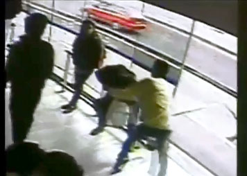 Il se fait percuter par un Bus après avoir volé un téléphone