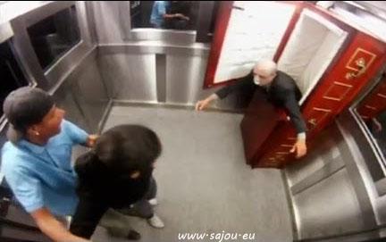 Un mort vivant dans un ascenseur au Brésil