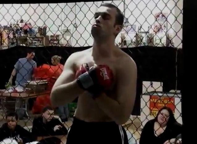 Un combat de Free Fight avec un déséquilibré mental