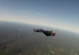 Un saut en parachute qui «tourne» mal