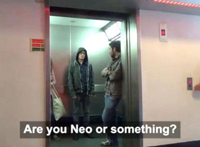Porno japonais dans l'ascenseur