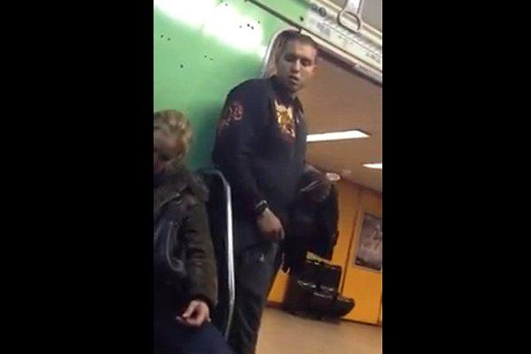 Il vole un iphone dans le metro