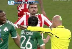 Le Dramatic Look du joueur de l'Olympiakos