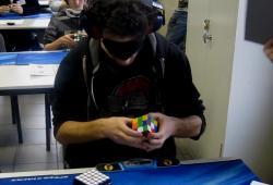 Record Rubik's cube avec les yeux bandés