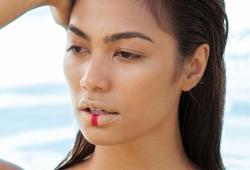 Alaiza Malinao pose pour Cosmopolitan Philippines