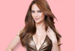 Arci Muñoz pose pour le magazine Cosmopolitan Philippines