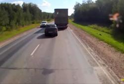 Un automobiliste trop pressé de vouloir doubler