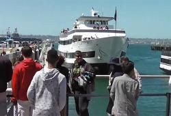 Un bateau ne peut pas s'arrêter et se crash dans le port de San Diego