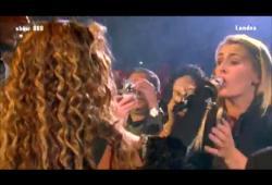 Beyonce fait chanter une fan dans le public