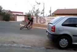 Blague du gros billet au sol au Brésil