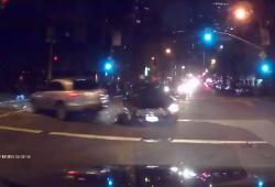 Un conducteur perd le controle de sa voiture à un carrefour