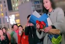 Une chinoise refuse une bague de mariage car elle est trop petite