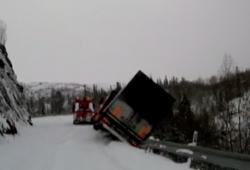 Un dépanneur de camion frôle la mort en Norvège
