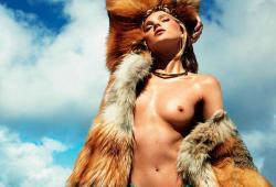 Elsa Hosk pose nue pour le magazine Vogue espagnol de Juillet 2016