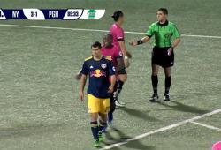 Romero Parkes se venge de son adversaire par derrière