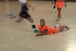 Une joueuse de Futsal pète un plomb après s'être fait humilier