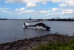 Un hélicoptère se crashe dans l'eau à Pearl Harbor