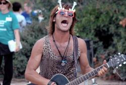 Jason Jeans, le chanteur fou du Parc Guell