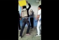 Un professeur se fait tabasser plusieurs fois par ses élèves