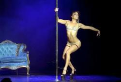 Le show chaud de Maddie Sparkle lors de Miss Pole Dance 2015