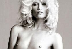 Natasha Poly nue pour le magazine Vogue espagnol