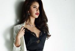 Praya Lundberg pose pour le magazine Cosmopolitan Thaïlande