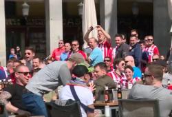 Les supporters du PSV ne montrent aucun respect aux mendiantes