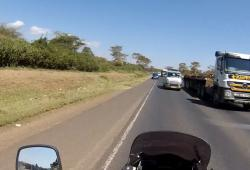 La dangerosité des routes au Kenya, vue par un motard