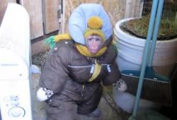 Un singe en doudoune pour affronter le froid de Russie